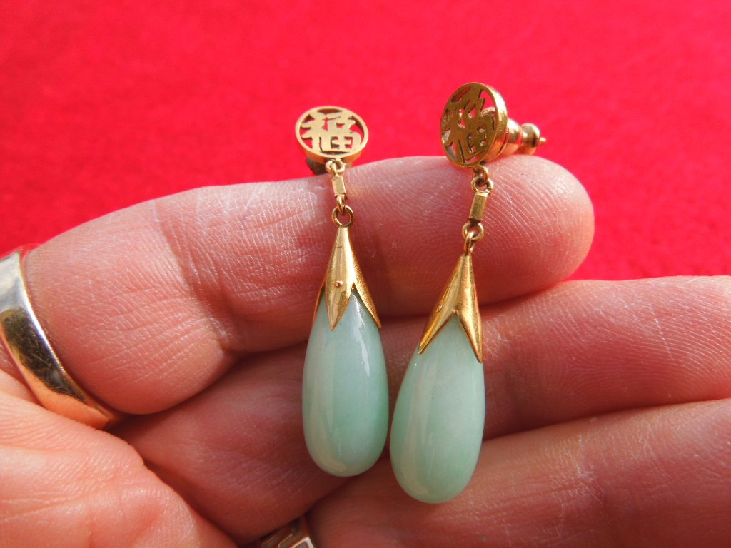 Vintage 18KT Gold Apple Green Jade Drop Earrings